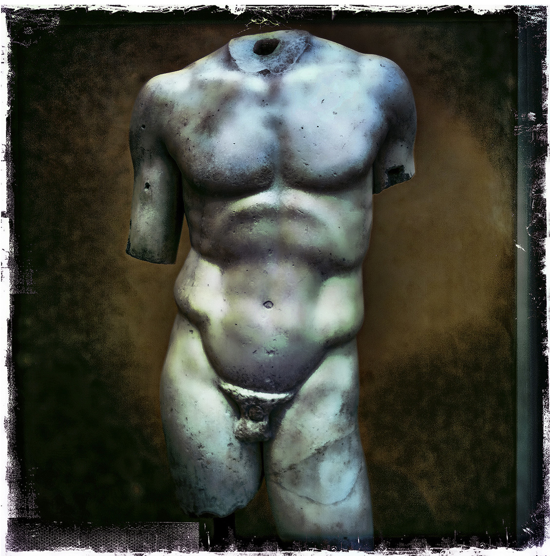 davidhoptman_still-life-photo-MALE TORSO STILL I PHONE